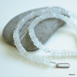 Naszyjnik z kamienia księżycowego i srebrnych kuleczek