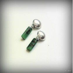 19 Klipsy srebrne z zielonym kamieniem