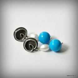 56. Kolczyki biało-niebieskie
