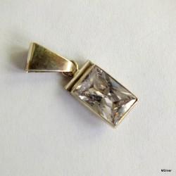 1.Srebrny wisiorek z kryształem górskim