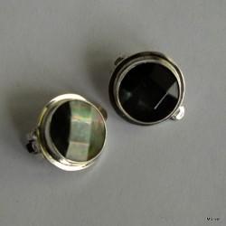 33. Klipsy srebrne z masą perłową