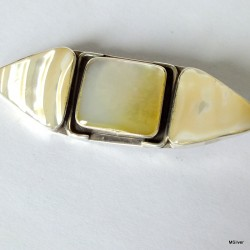 41. Srebrna broszka z masą perłową i muszlą