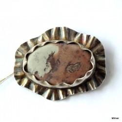 45. Srebrna broszka z jaspisem