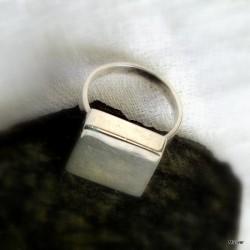 """63. Srebrny pierścionek """"stempel"""" kwadratowy"""