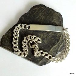 25. Srebrna bransoleta z plakietką