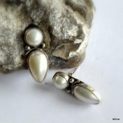 41. Kolczyki srebrne z białymi perłami