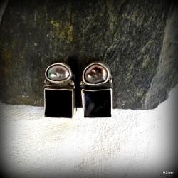 61. Klipsy srebrne z onyksem i perłą