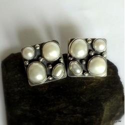 256. Kolczyki srebrne z perłami