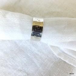 151. Srebrna obrączka z greckim wzorem