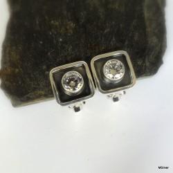105. Klipsy srebrne z białymi cyrkoniami