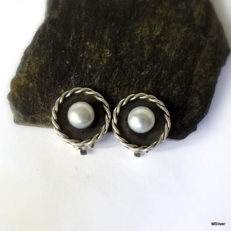 107. Klipsy srebrne ze srebrnoszarą perłą