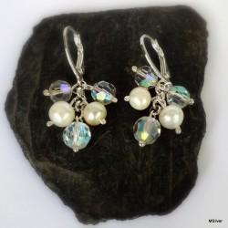 276. Kolczyki z perłami i opalizującymi koralikami