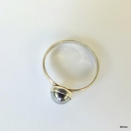 155. Srebrny pierścionek z hematytem