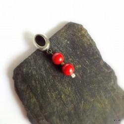 339. Srebrny wisiorek z czerwonym koralem