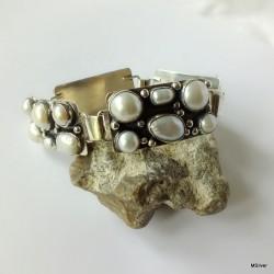 177. Srebrna bransoletka z perłami