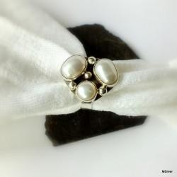 161. Srebrny pierścionek z perłami