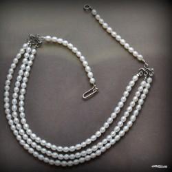 45. Naszyjnik z trzech sznurów perełek